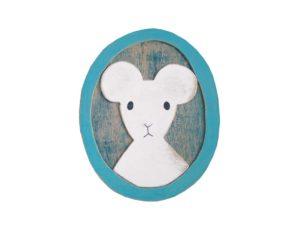 ベニヤにネズミを描いた絵画作品