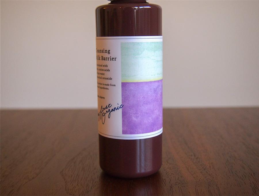 ラベンダー畑の風景イラストを使った化粧品パッケージ