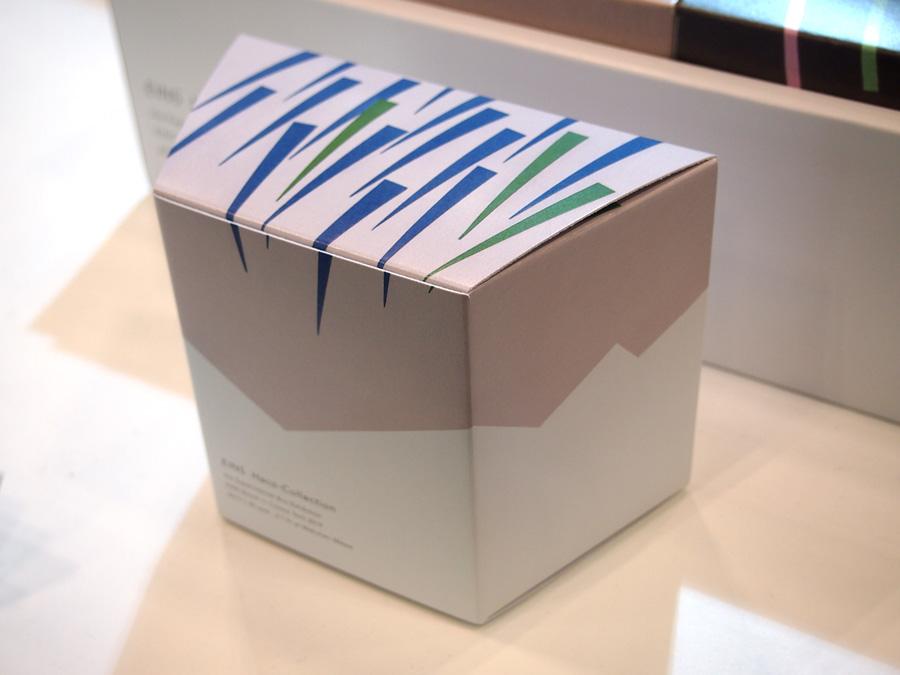 雨の切り絵イラストで表現したパッケージの箱