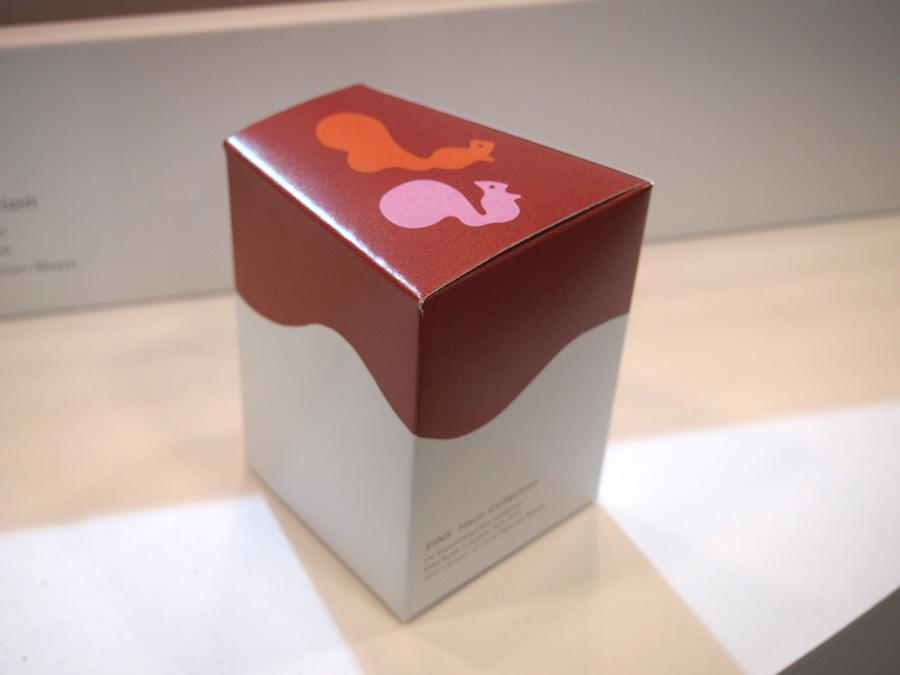 リスの切り絵イラストで表現したパッケージの箱