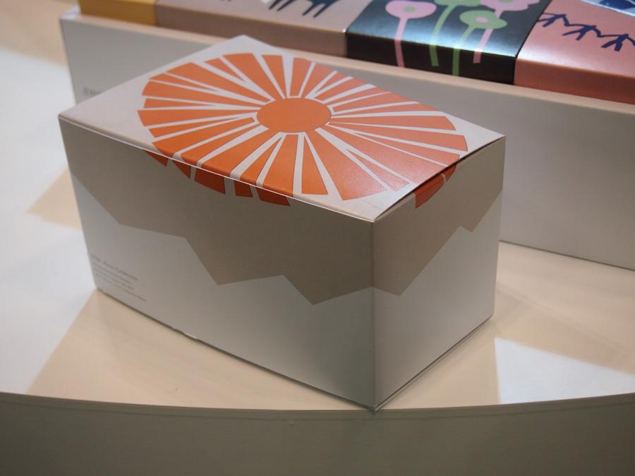 太陽の切り絵イラストで表現したパッケージの箱