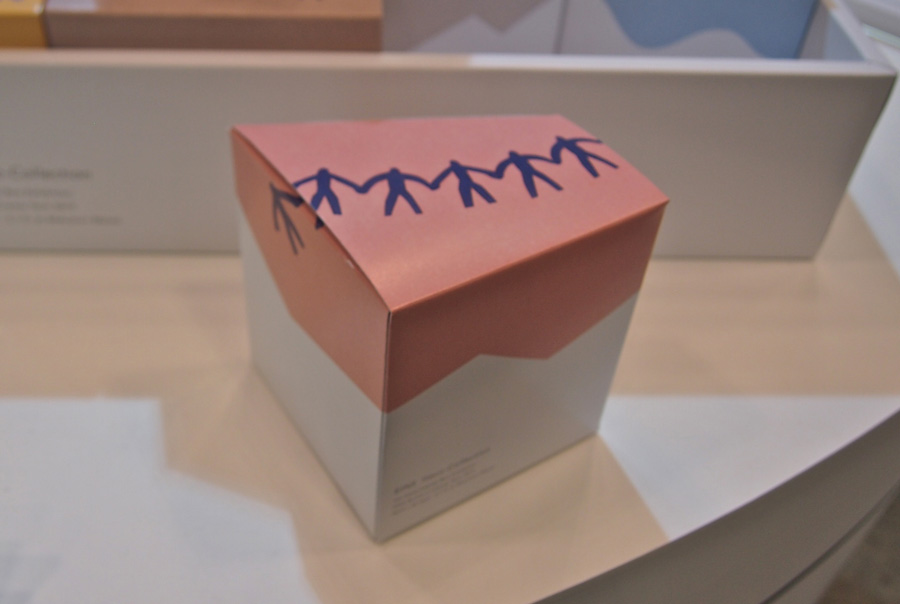 人間の切り絵イラストで表現したパッケージの箱