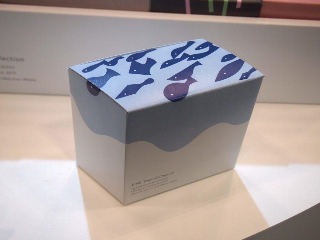 魚の切り絵イラストで表現したパッケージの箱